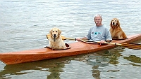 man-customizes-kayak-to-take-his-two-dogs-on-adventures