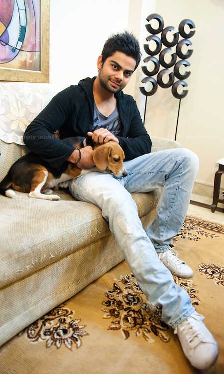 Indian-Cricketer-Virat-Kohli-at-his-house-in-New-Delhi