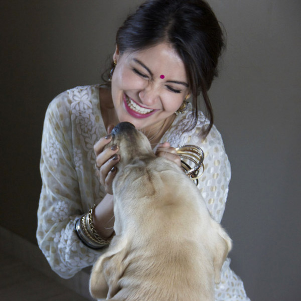 anushka-sharma-with-her-pet-dog-dude-201511-624640