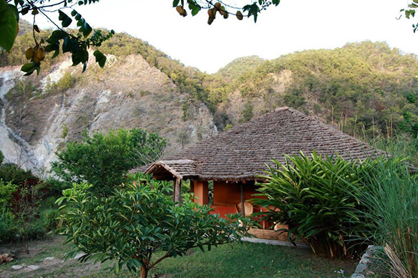 linger-vanghat-lodge-at-corbett-corbett-front-view-31945744fs