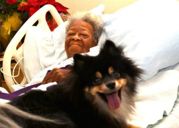 elderly-woman-with-pom-faithprogram-600x431